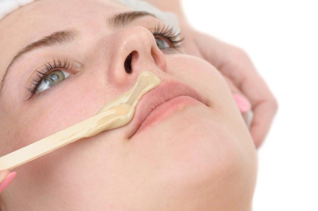 Epilation femme – Sourcils ou lèvre ou menton